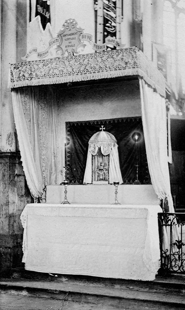 Reconstitution du Reposoir de 1608 pour le 3ème centenaire du Miracle
